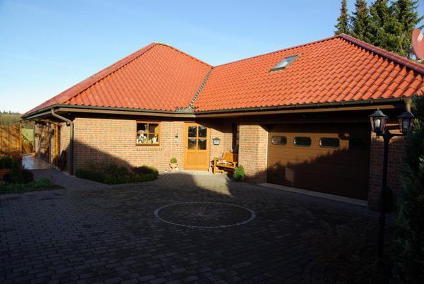 Massivhaus bungalow mit garage  Winkelbungalow II » Fertighaus kaufen oder Haus bauen? Massivhaus ...